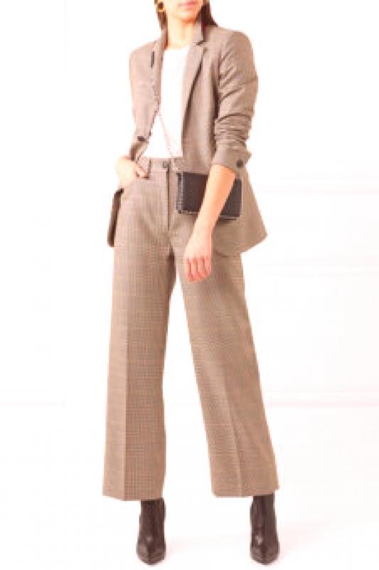 3b0d6f6ef6f1 Traje clásico femenino (112 fotos): modelos en estilo de negocios ...
